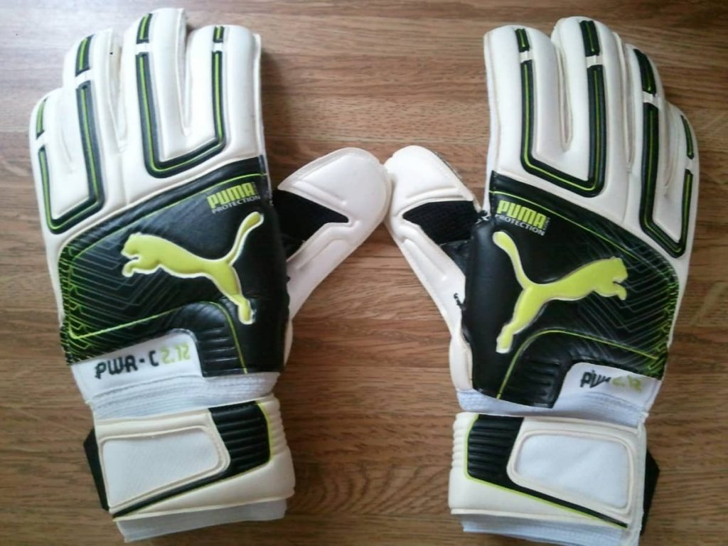 How to clean goal keepers gloves